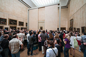 English: crowd around Mona Lisa in Louvre