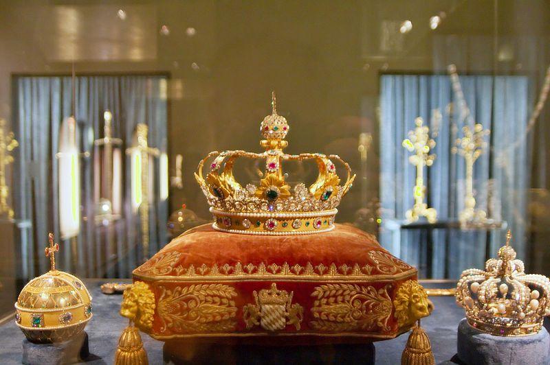Archivo:Schatzkammer Residenz Muenchen Krone des Koenigreichs Bayern.jpg