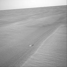 O robô Opportunitty fotografa pequen�ssimas crateras (cerca de 30,5 cm de diâmetro e 1 cm de profundidade) em Meridiani Planum.
