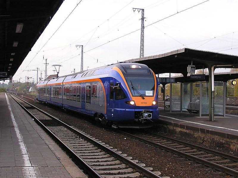 Triebwagen vom Typ FLIRT (Stadler Rail) für Cantus
