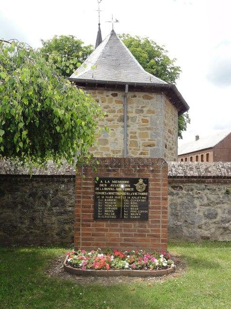 Wattignies-la-Victoire (Nord, Fr) mémorial aviateurs RAF.jpg
