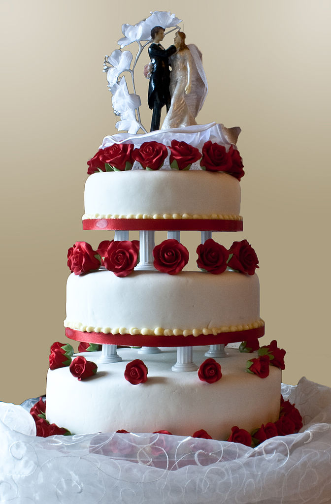 File Wedding Cake With Pillar Supports 2009 Jpg