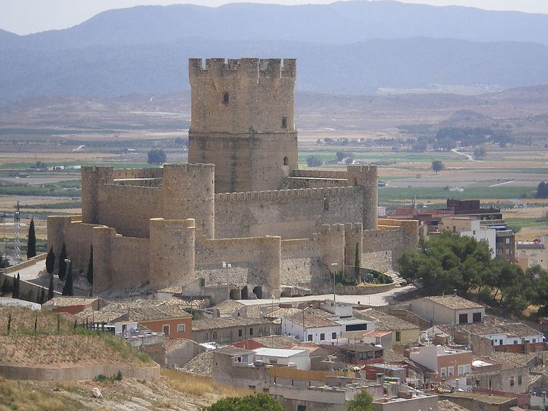 Archivo:Castillo de la Atalaya, visto desde Las Cruces.JPG