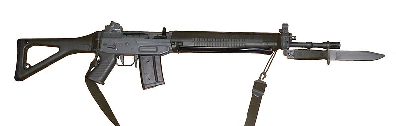 Fotografía de un SIG550 con bayoneta.
