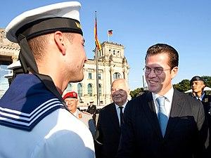 Deutsch: Der Bundesminister der Verteidigung, ...