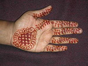English: Simple henna (mehandhi) decoration on...