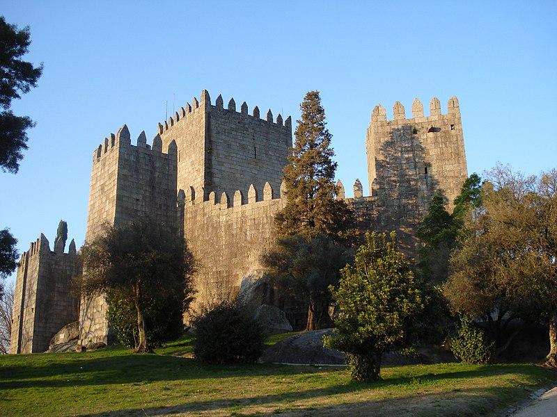 Ficheiro:Castelo de Guimarães.JPG
