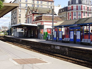 English: Les Vallées station, in La Garenne-Co...