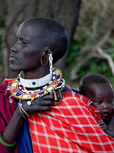 https://i1.wp.com/upload.wikimedia.org/wikipedia/commons/thumb/a/a3/Masai_woman-child.jpg/450px-Masai_woman-child.jpg
