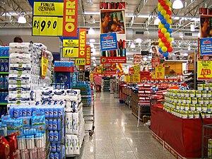 Português: Interior de um supermercado