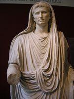 L empereur Auguste vêtu de la toge de pontife suprême, dit « Auguste de la via Labicana », Rome, env. 20 av. J.-C.