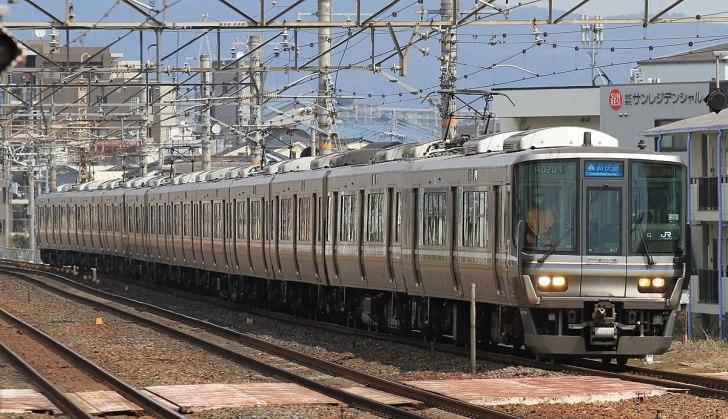 JR西日本の新快速(JR京都線・茨木駅)