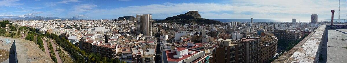 Vista panorámica de Alicante desde el Castillo de San Fernando.