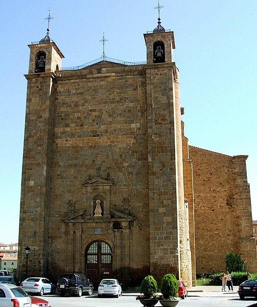 Archivo:Agreda-Basilica N. S Milagros 01.jpg