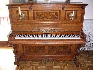 (de) Klavier, offen; (en) piano, open.