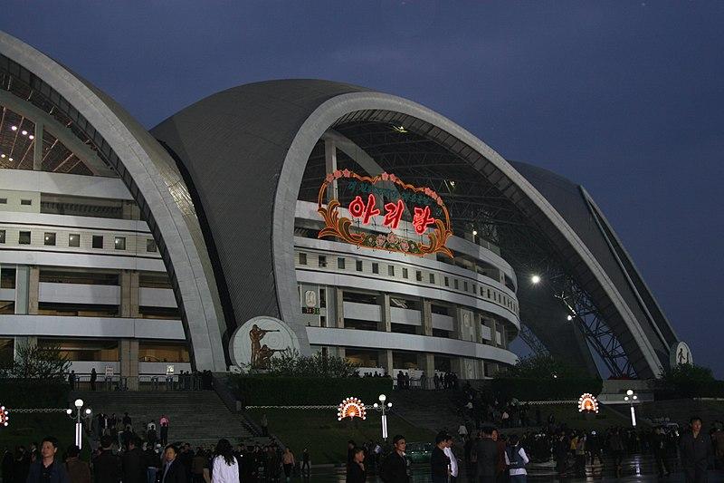 Berkas: Stadion May-hari pada night.jpg