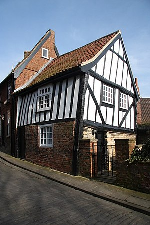 English: The Crooked House Tudor half-timbered...