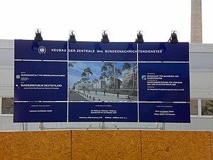 Bautafel des Bundesnachrichtendienstes in Berl...