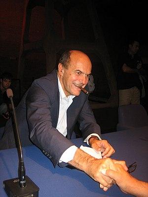 Pierluigi Bersani stringe la mano ad un partec...