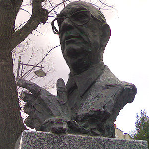 Busto de Camilo José Cela en el paseo de Ferná...