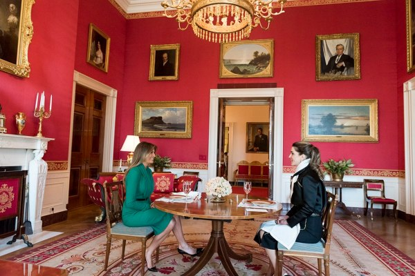 File:Melania Trump and Queen Rania of Jordan have lunch in ...