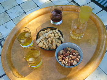 English: Aperitif before dinner in the garden....