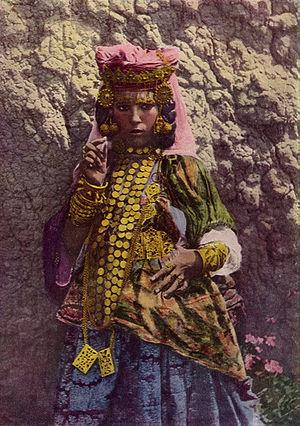 Dancer of Algeria NGM-v31-p266.jpg