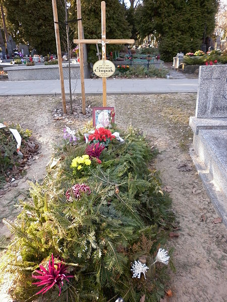 Plik:Edward Ciupak grób.JPG
