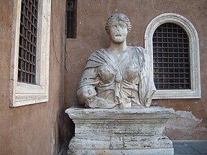 Italiano: Vista frontale della statua