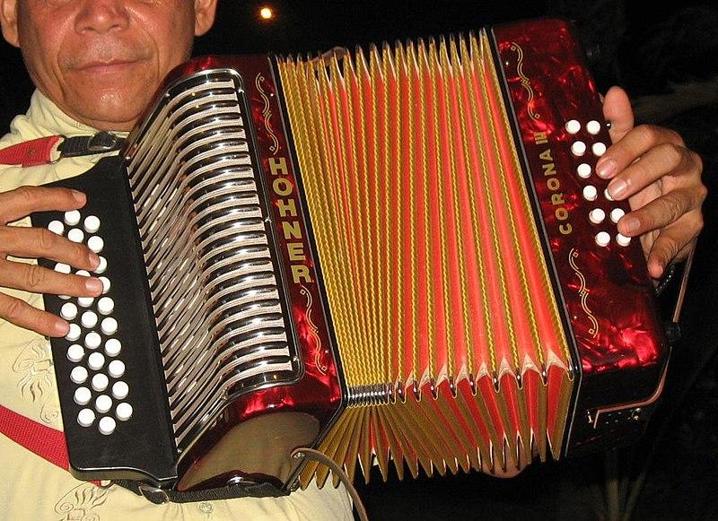 Acordeón vallenato.jpg