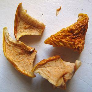 Français : Morceaux de pommes séchés à l'aide ...