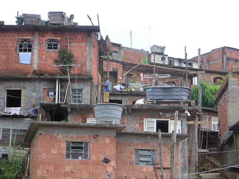https://i1.wp.com/upload.wikimedia.org/wikipedia/commons/thumb/a/a8/Favela-Nova_Friburgo.jpg/800px-Favela-Nova_Friburgo.jpg