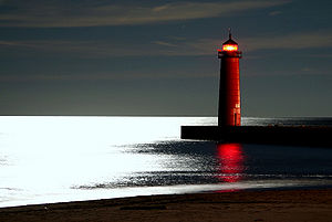 English: Kenosha lighthouse at night