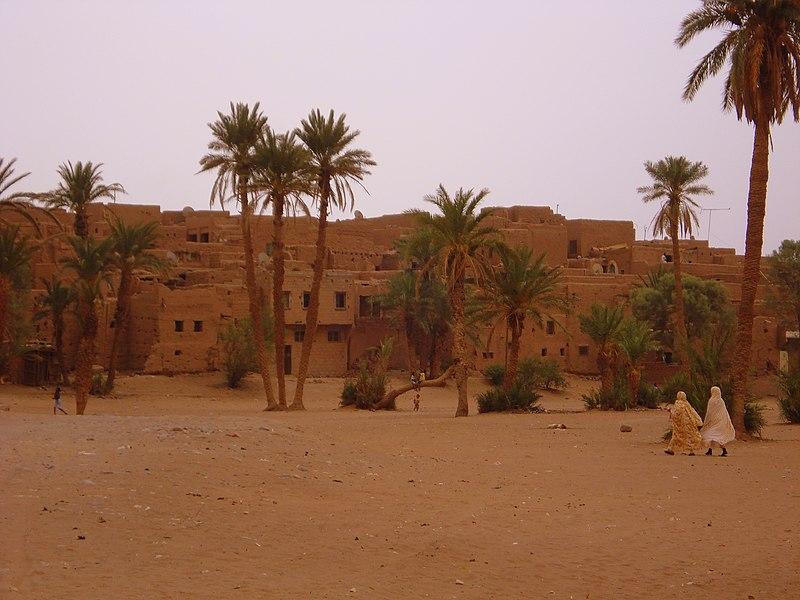 le ksar de Tamegroute, au Maroc, située à une vingtaine de kilomètres de Zagora, sur l'ancienne route de Tombouctou, dans la vallée du Drâa.