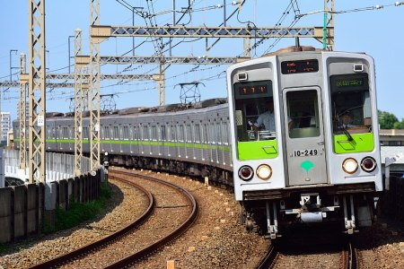 https://i1.wp.com/upload.wikimedia.org/wikipedia/commons/thumb/a/a8/Toei_Subway_10-000_series_6th-batch_set_20170529.jpg/1024px-Toei_Subway_10-000_series_6th-batch_set_20170529.jpg?resize=450%2C300&ssl=1
