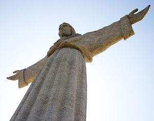 Português: Estátua do Cisto Rei em Almada.