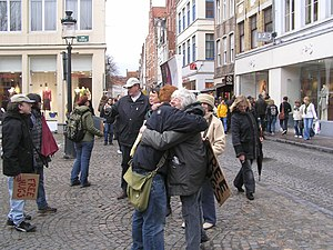 English: Never too old for 'FREE HUGS'; Brugge...