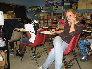 English: Students in an elementary school clas...