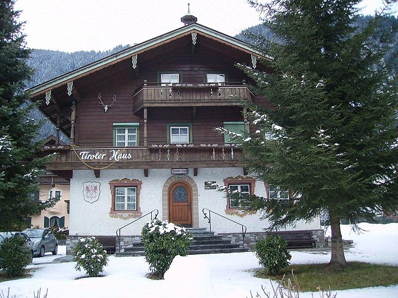 File:Tirolese Chalet, Mayrhofen.jpg