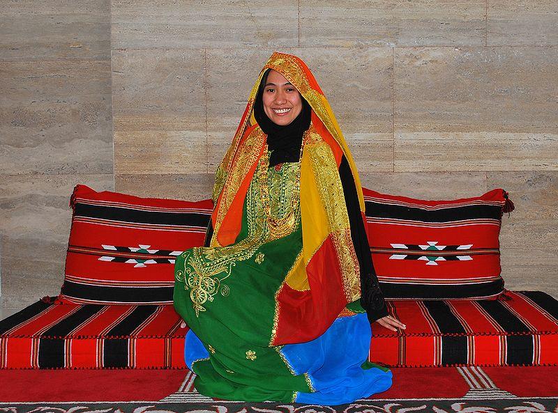 File:Traditional Wedding Dress of Bahrain.jpg