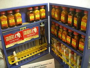 English: 1940s Gilbert chemistry set. Photogra...