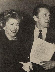 220px Anne Buydens and her husband Kirk Douglas%2C 1959 - Chi era Kirk Douglas?