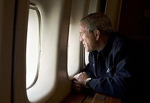 English: President George W. Bush looks out ov...