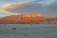 Faccia ad ovest di Guadalupe Mountains al tramonto 2006.jpg