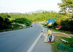 Tiếng Việt: Điểm vượt đường 9 của đường mòn Hồ...