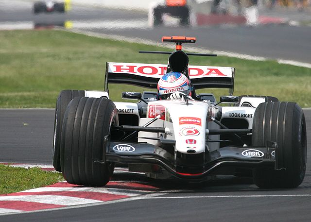 https://i1.wp.com/upload.wikimedia.org/wikipedia/commons/thumb/a/ab/Jenson_Button_2005_Canada_2.jpg/640px-Jenson_Button_2005_Canada_2.jpg