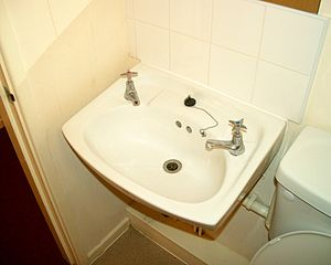 English: Separate taps for hot and cold water ...