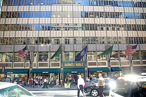 English: Barnes & Noble location, 555 Fifth Av...