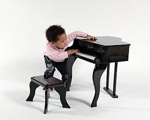 English: Keyskills Centre toy piano model BG01...