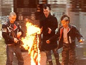English: Punks burning a US flag (early 1980's)